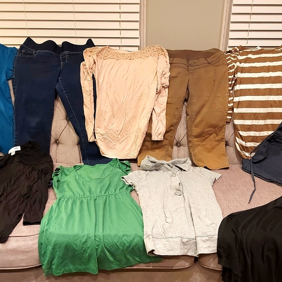 Size small maternity clothing lot